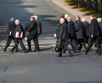 Bätzing ruft Bischöfe zu radikaler Wende auf